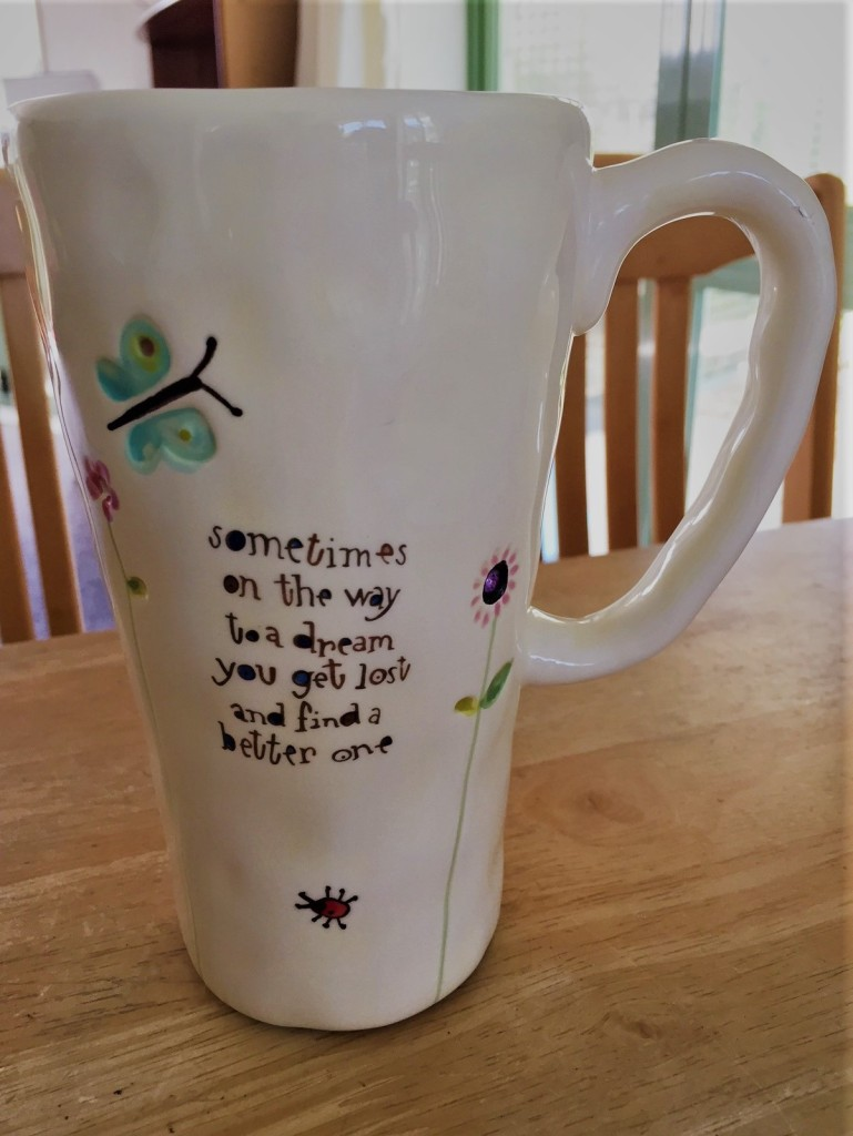 A cup that not only looks like happiness but also brings happiness drinking from it thanks to Natural Life.