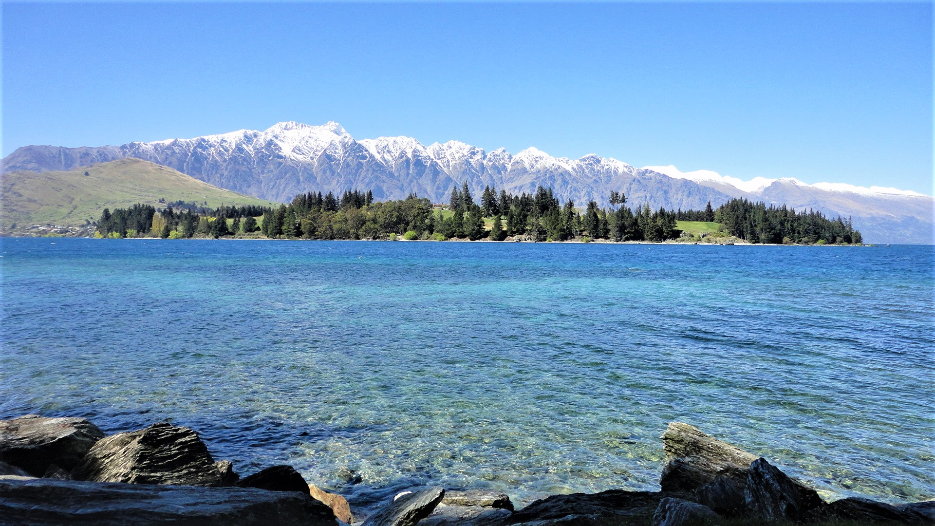 Stunning nature that no editing is needed when taking a photo in Queenstown, New Zealand by Lena Pfitzner