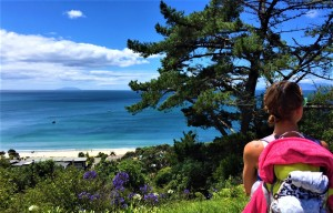 Enjoying the beautiful view at Waiheke Island by Lena Pfitzner